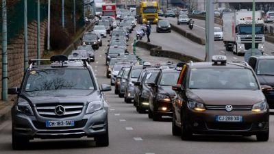 Pariški taksisti u ratu su s privatnim prijevoznicima