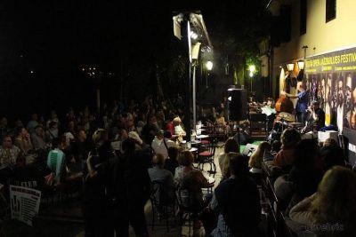 Atmosfera na terasi Siscie za vrijeme jazz festivala