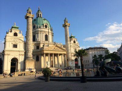 Atraktivna Karlskirche na Karlplatzu