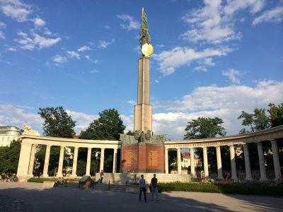 Rusi su podigli ogroman spomenik Crvenoj armiji