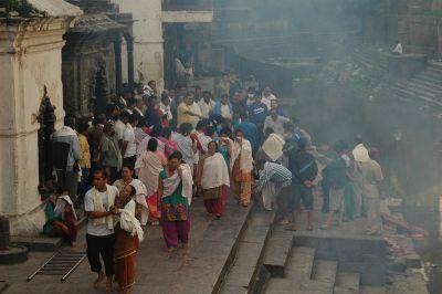 Pogreb u Pashupatinath hramu uz rijeku Bagmati