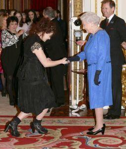 Elizabeta II i Helena Bonham Carter